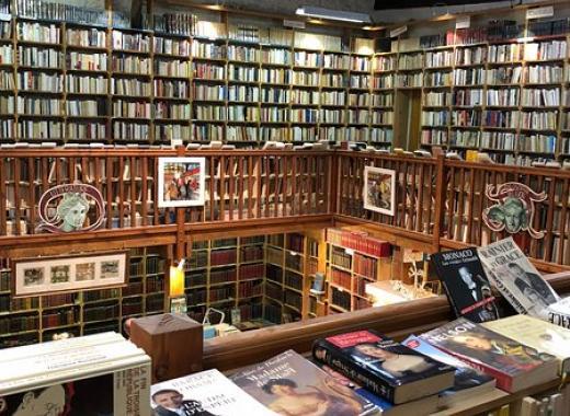 Création d'une mezzanine dans le cœur  de la librairie