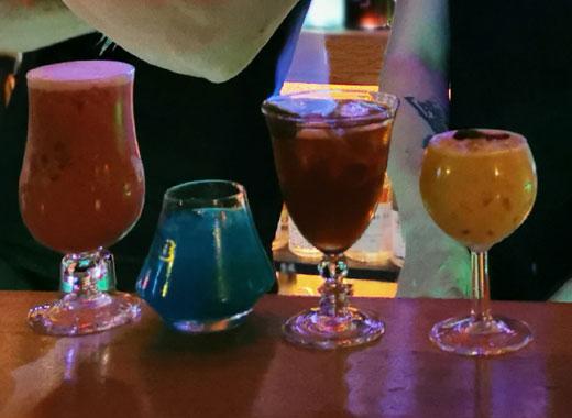 Monday's Bar