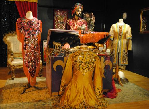 L'histoire du cirque au travers des costumes et du matériel